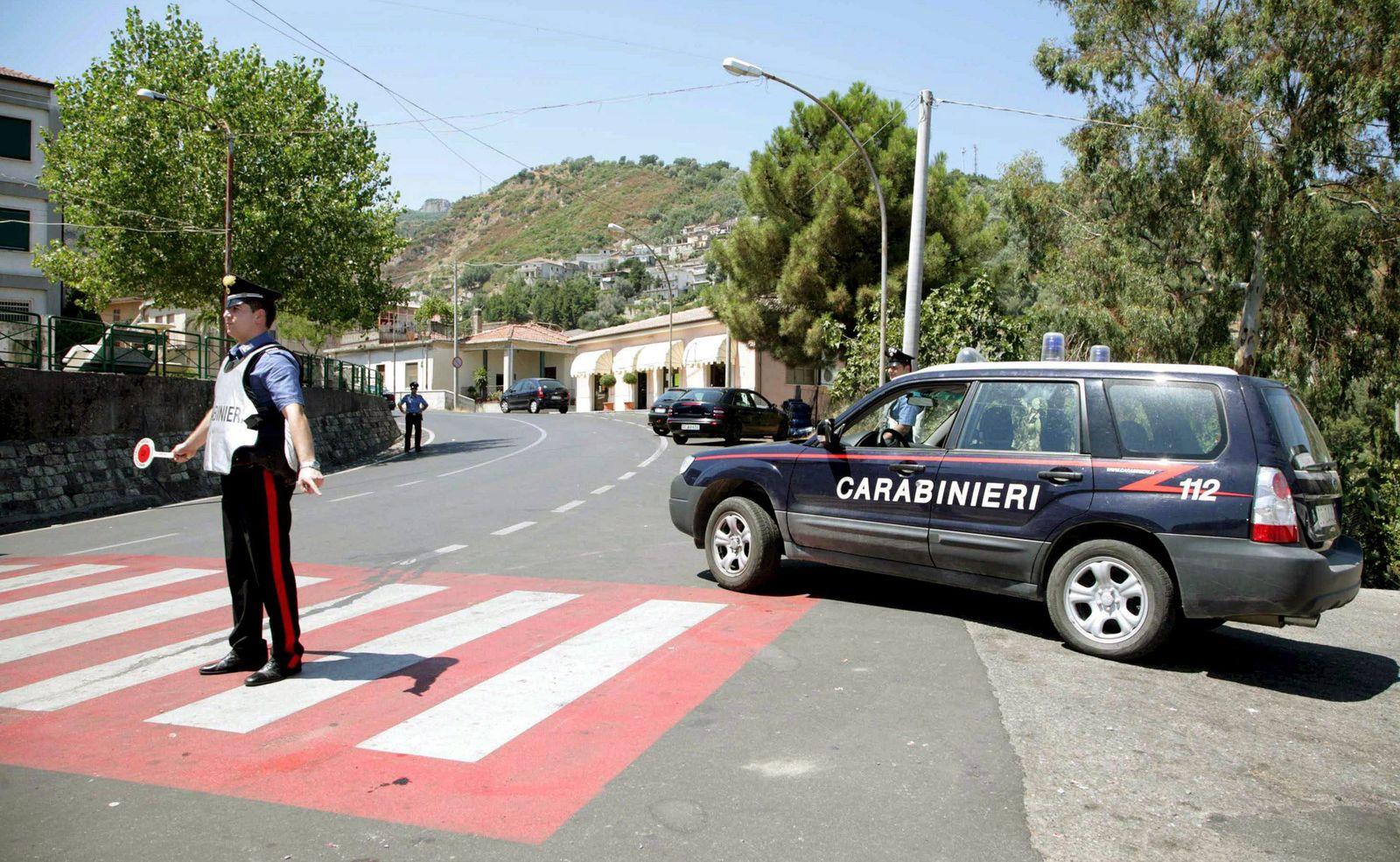 Nach Sechsfachmord in Duisburg - Polizei in San Luca