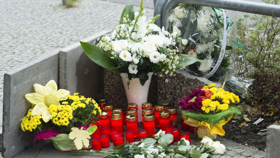 A makeshift memorial for the victim of a deadly beating at Berlin's Alexanderplatz square.