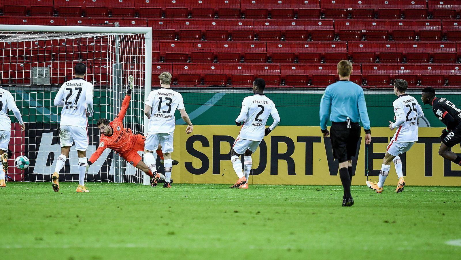 12.01.2021, xjhx, Fussball DFB Pokal 2.Runde, Bayer 04 Leverkusen - Eintracht Frankfurt emspor, v.l. Tor zum 2:1 fuer L