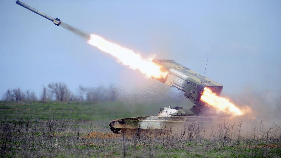 Raketenwerfer TOS-1 (bei einer Übung in Wolgograd): Rüstungsgeschäft mit Bagdad
