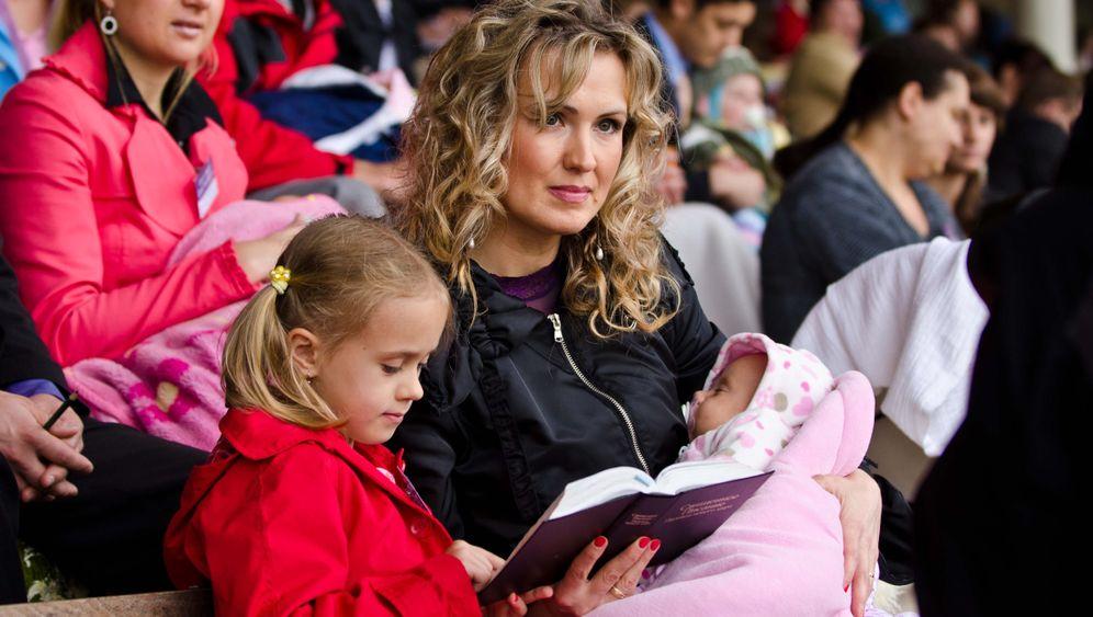 Bezirkskongress der Zeugen Jehovas: Im Kreis der Familie