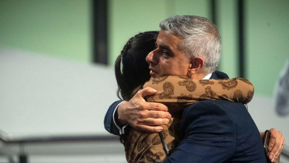 Glückwünsche für Sadiq Khan: Der 50-Jährige wurde als Londoner Bürgermeister wiedergewählt