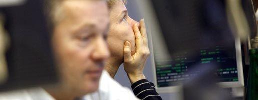 Händler an der Frankfurter Börse: Kursrutsch nach dem Asien-Crash