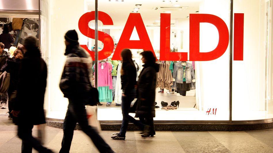 Schlussverkauf: Verbraucher sehen wirtschaftliche Erholung gefährdet