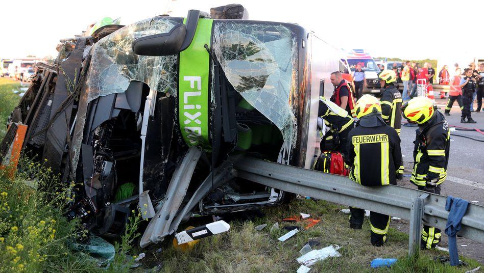 Umgestürzter Flixbus nahe Leipzig