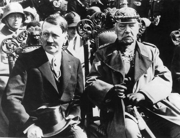 Hitler und Hindenburg 1933 in Tannenberg