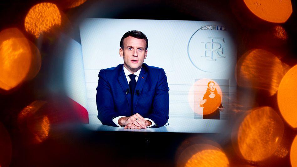 Macron bei einer Fernsehansprache am 3. Dezember
