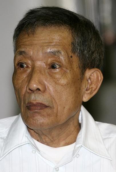 Der frühere Rote-Khmer-Führer Kaing Guek Eav alias Duch vor Gericht: Wegen Mordes und Folter angeklagt