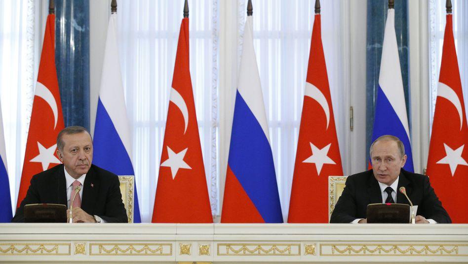 Recep Tayyip Erdogan (l.) und Wladimir Putin