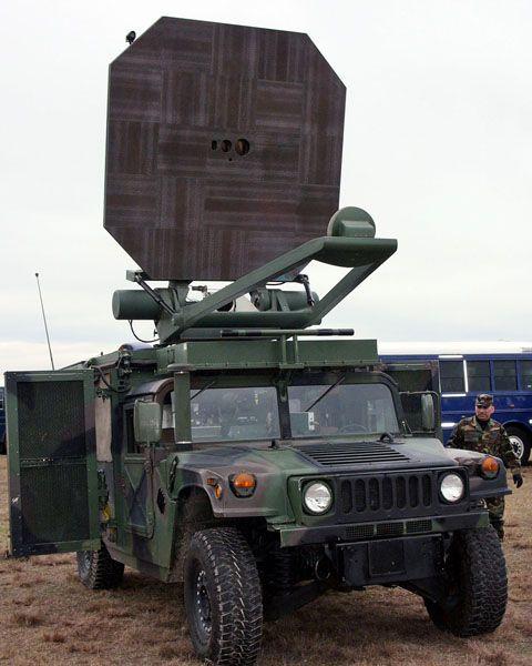 Elektromagnetische Kanone auf Militärfahrzeug: Mikrowellen setzen den Feind außer Gefecht