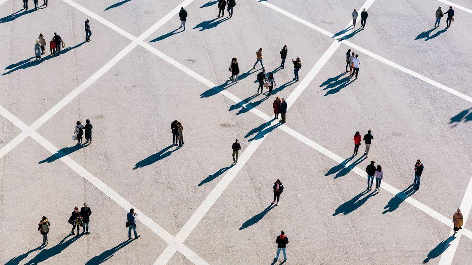 Was nach Chaos aussieht, folgt einem mathematischem Muster: die Bewegung von Menschenströmen in der Stadt.