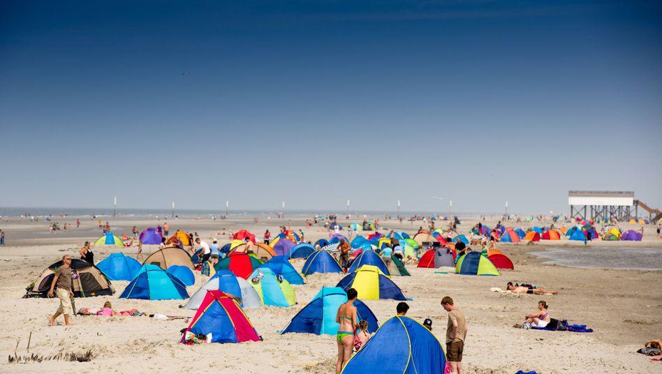 Strandurlaub: Hunderte Familien, ein Schicksal?