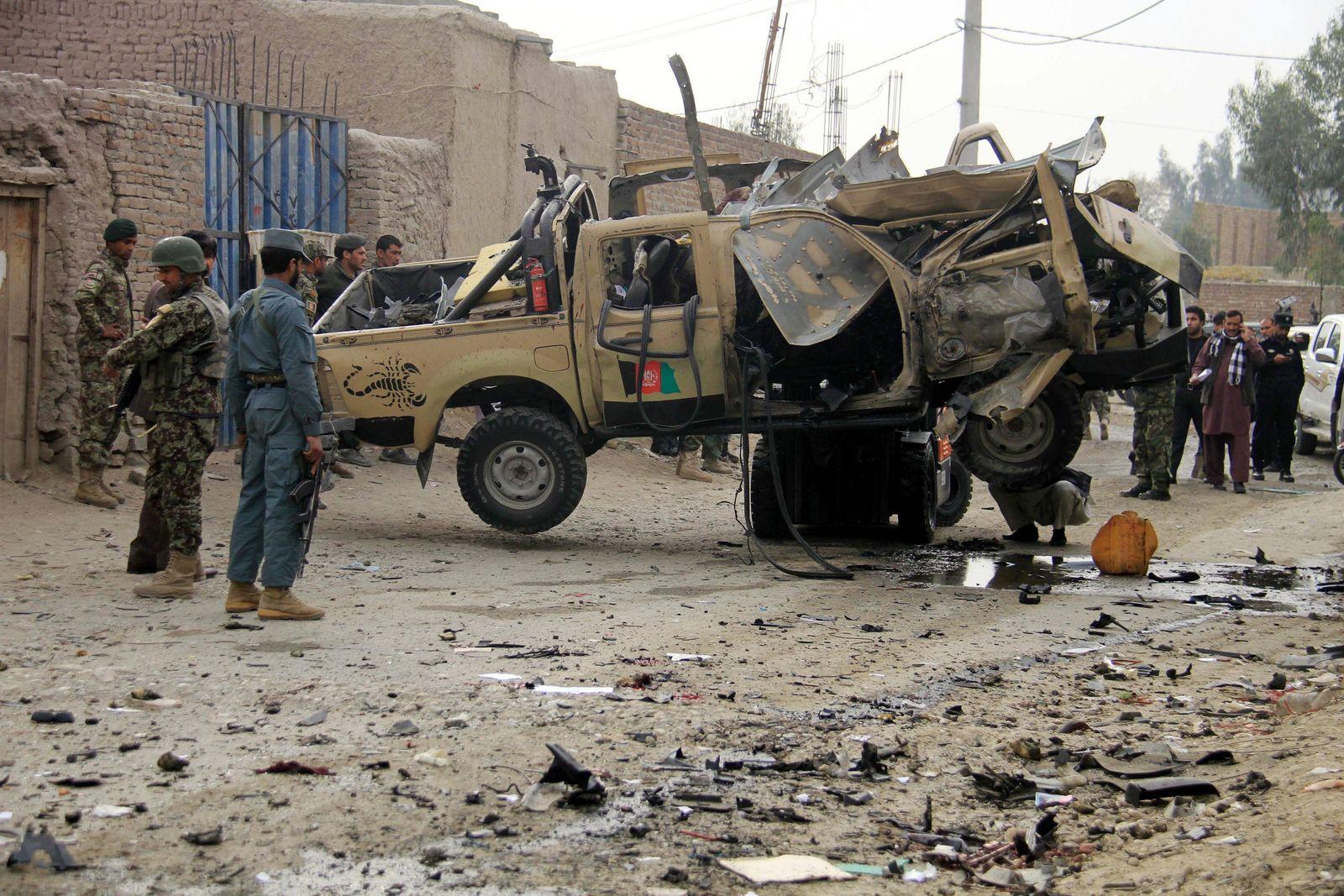 Bomb blast kills policeman in Jalalabad