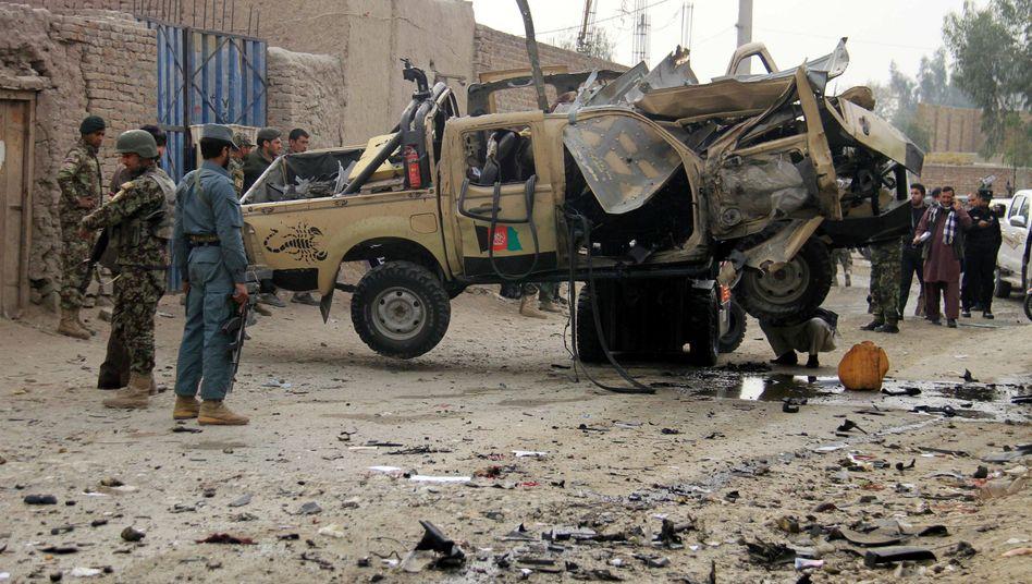 Sicherheitskräfte am Tatort nach einem Anschlag: Offensive im Osten Afghanistans