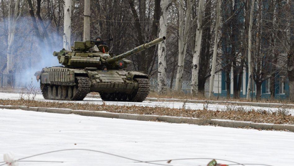 Russischer Panzer bei Donezk: Warnung vor einer neuen Offensive