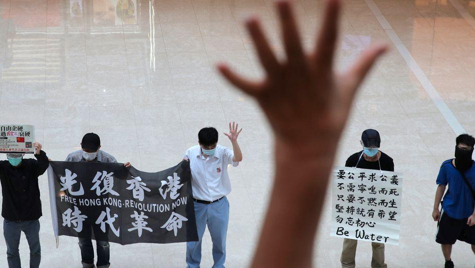 Demonstrierende protestieren gegen Chinas geplantes Sicherheitsgesetz für Hongkong (Archivbild)