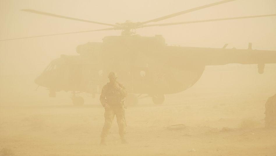 Militärhubschrauber in der syrischen Provinz Deir al-Sor