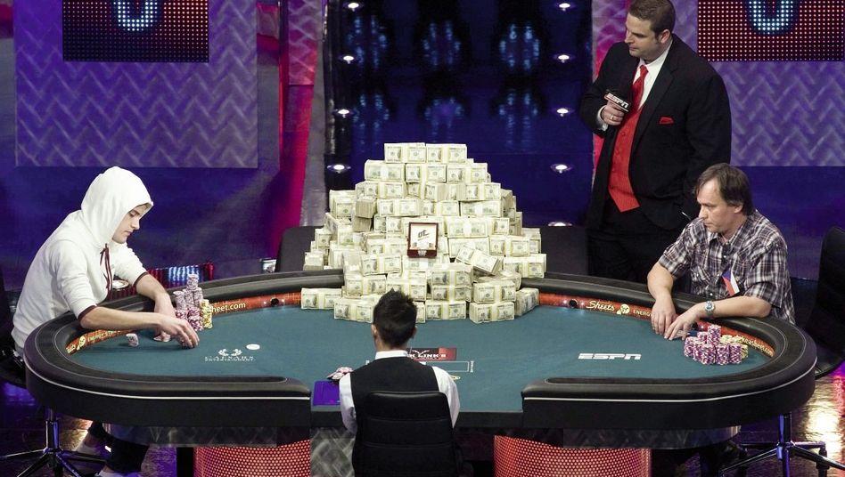 Pokerstar Heinz (l.) in Las Vegas 2011: Ein FBI-Profiler als Coach