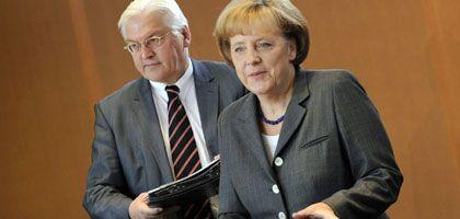 Vizekanzler Steinmeier, Kanzlerin Merkel: Hilfspaket mit Bedingungen