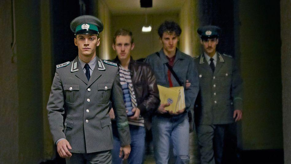 """Jonas Nay (l.) in """"Deutschland 83"""""""