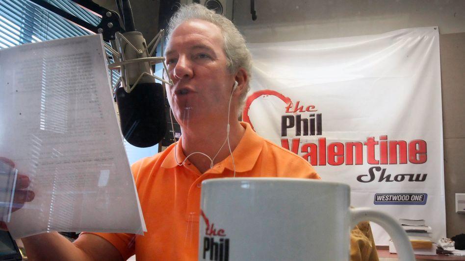Radiomoderator Phil Valentine während einer Sendung 2009