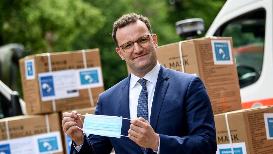 Unter Druck: Gesundheitsminister Jens Spahn mit Maskenlieferung