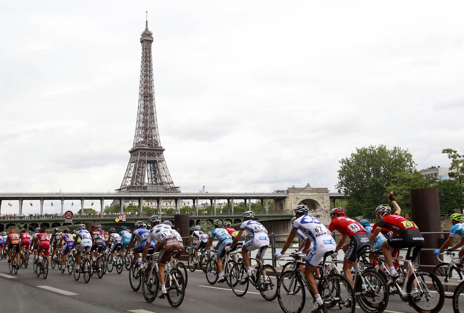 Tour und Eiffelturm