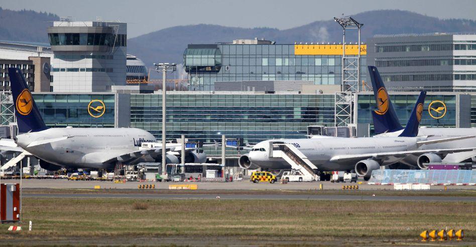 Lufthansa-Maschinen auf dem Flughafen Frankfurt: Langstrecke liegt weiterhin brach