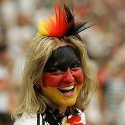 Fan in München: Wer hat die lustigste Fußball-Frisur?