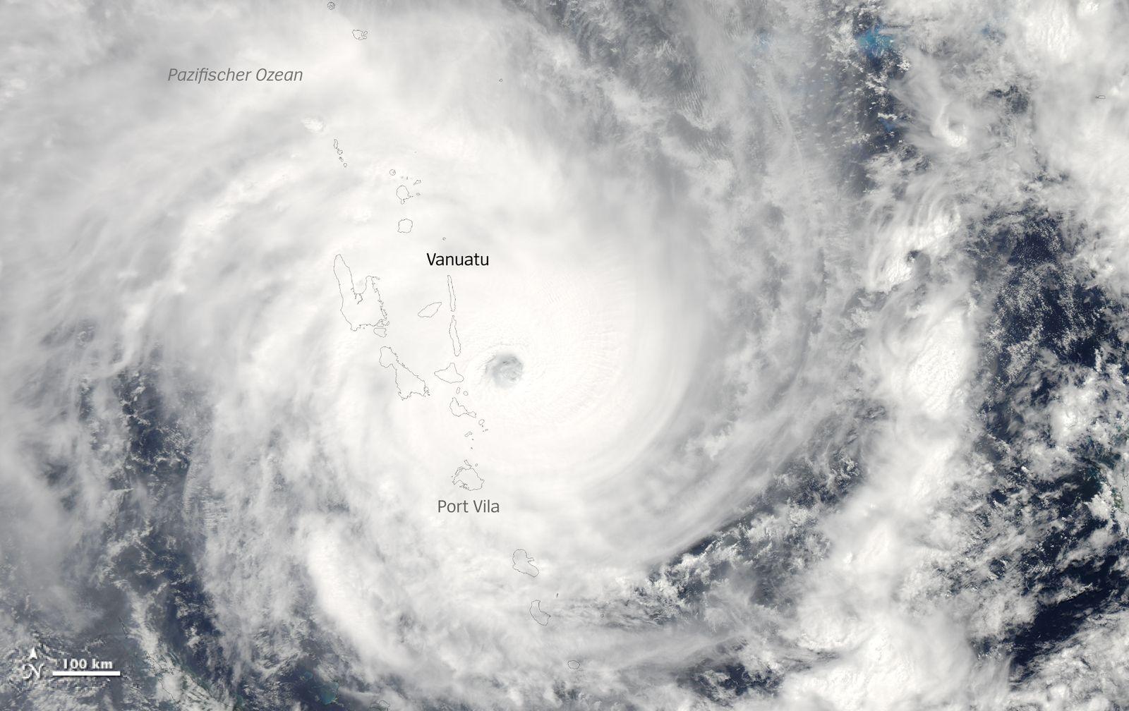 Satbild - Cyclone Pam 19