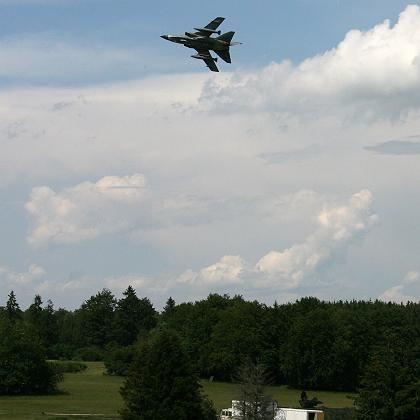 Tornado im Tiefflug (Archivaufnahme): Warum gingen die Piloten unter 500 Fuß?