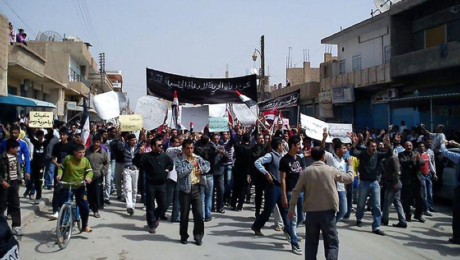 Demonstranten in Qamischli: Tausende Syrer marschieren für Reformen