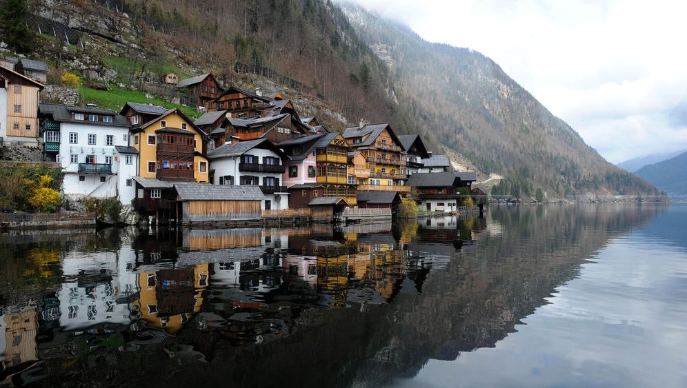 Photo Gallery: China Copies Austrian Village