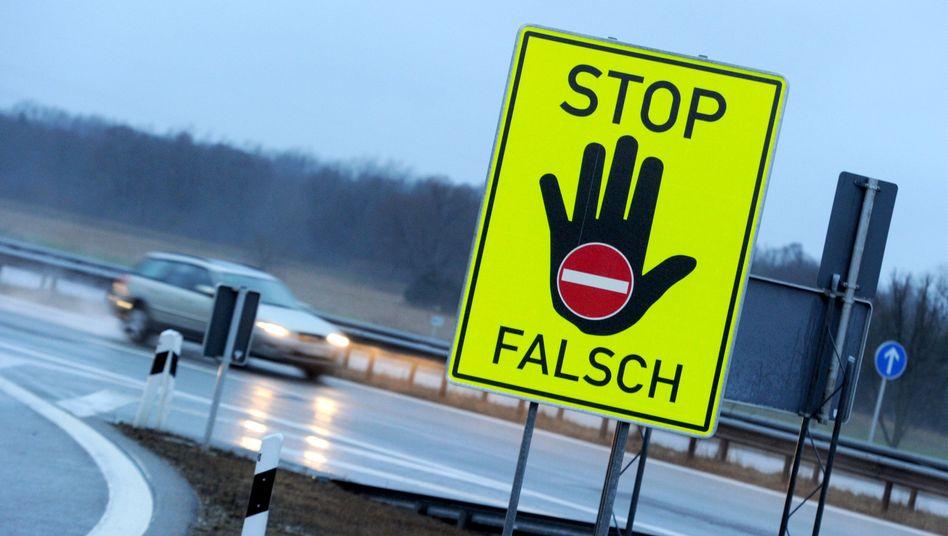 Warnschild an der A8 in Bayern