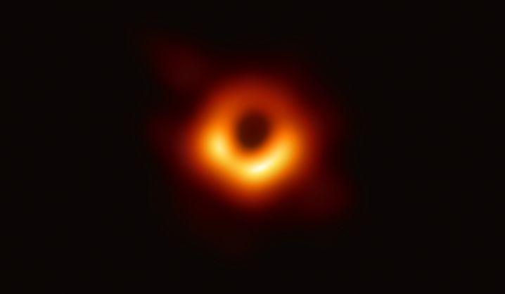 Schwarzes Loch in der Galaxie Messier 87