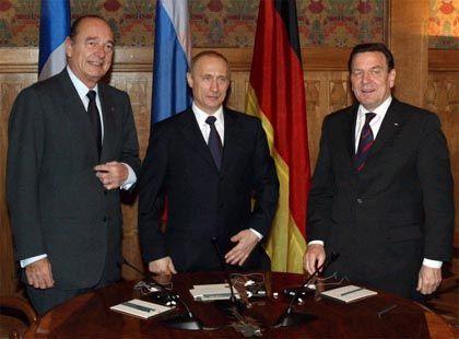 Europäische Kriegsgegner Chirac, Putin, Schröder (in St. Petersburg)