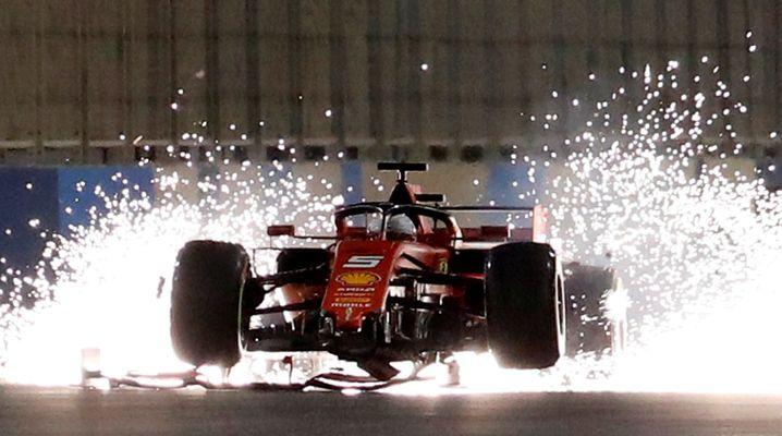 """Erinnert ein bisschen an den Zeitsprung aus """"Zurück in die Zukunft"""": Sebastian Vettel beim Großen Preis von Bahrain"""