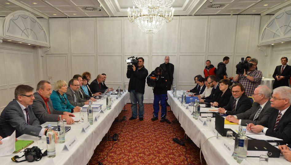 Verhandlungen zwischen EVG und Bahn (Archivbild): Tarifparteien