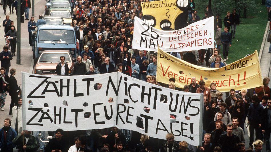 Mai 1987 in Berlin: Demonstranten gegen die geplante Volkszählung