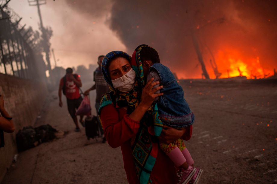 Großbrand in Moria am 9. September 2020: Nach der Zerstörung großer Teile des Flüchtlingslagers wurde für die meisten der obdachlos gewordenen Flüchtlinge das provisorische Zeltlager »Kara Tepe« auf einem ehemaligen Truppenübungsplatz der Armee eröffnet