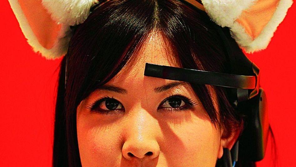 Ein Haarreif, der angeblich Hirnströme misst: Die Öhrchen sollen sich aufrichten, wenn der Träger sich konzentriert ...