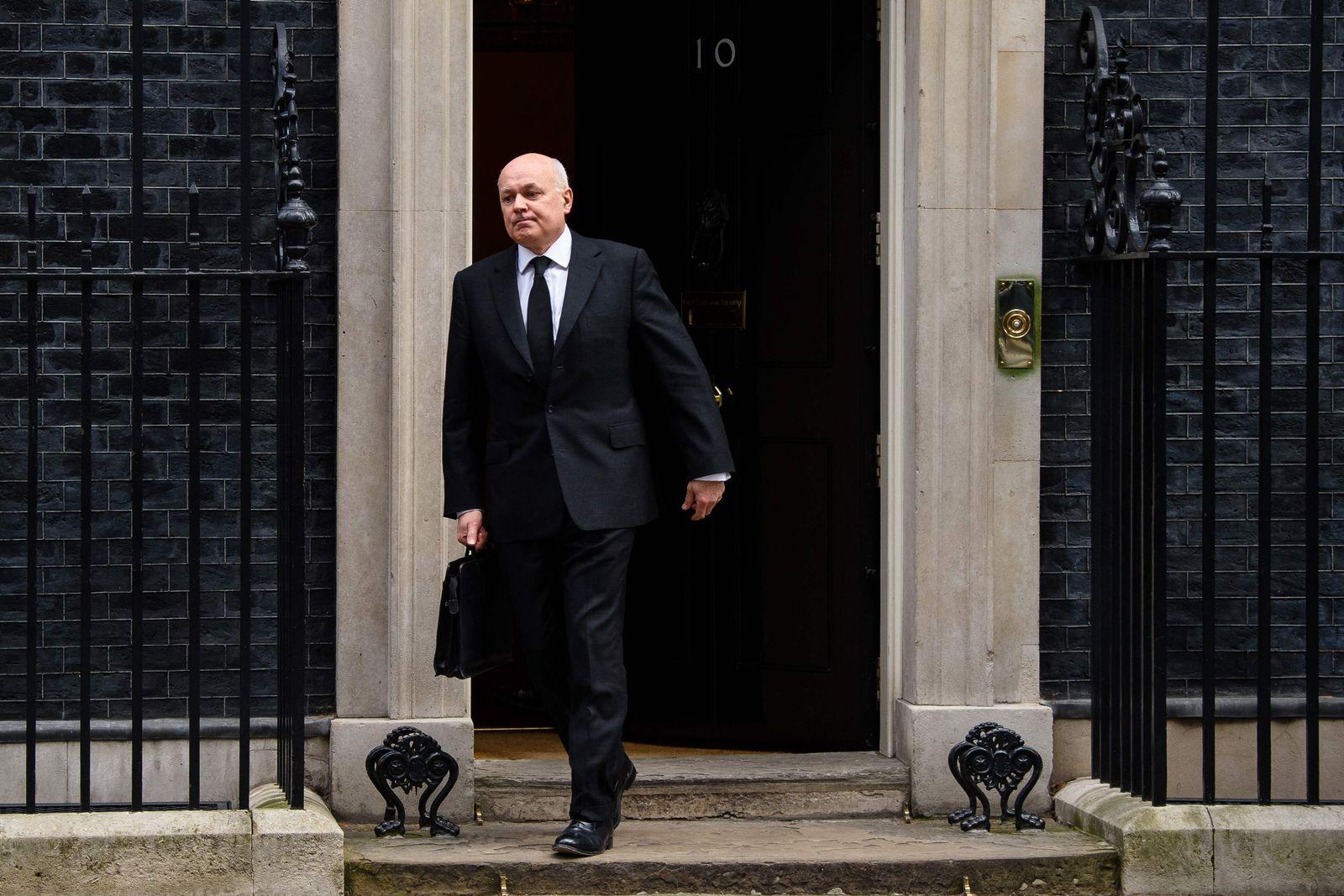 BRITAIN-POLITICS-WELFARE-RESIGNATION-FILES