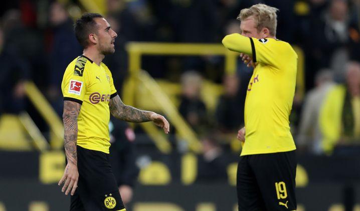 Paco Alcácer (links) und Julian Brandt kamen spät in die Partie, konnten den Sieg jedoch nicht mehr erzwingen