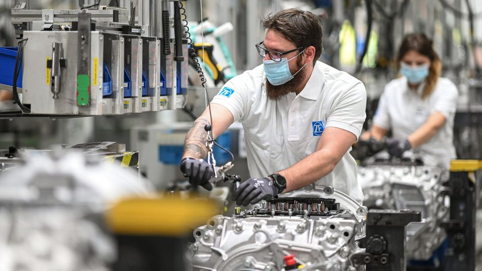 Montage im ZF-Werk Friedrichshafen: Konkrete Jobabbau-Pläne sollen offenbar bis August stehen