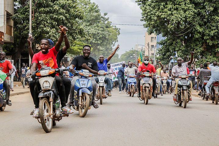 Jubel auf Bamakos Straßen, nachdem der Putsch bekannt geworden war