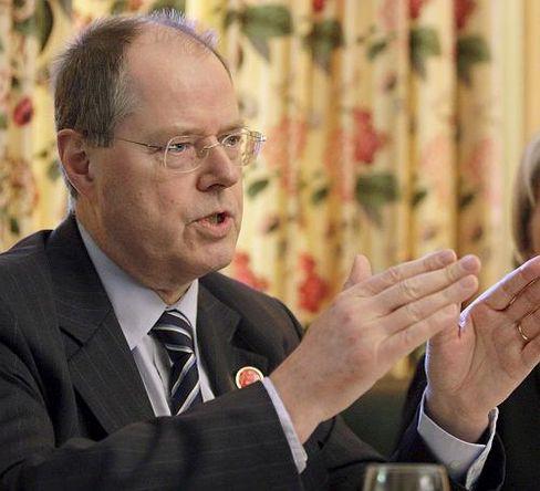"""Finanzminister Steinbrück: """"Ein Instrument, um die Indianer in Angst und Schrecken zu versetzen"""""""