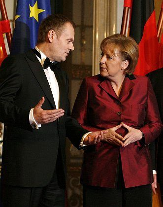 Polish Prime Minister Donald Tusk has made efforts to improve Berlin-Warsaw relations. Here, with Chancellor Merkel in February.