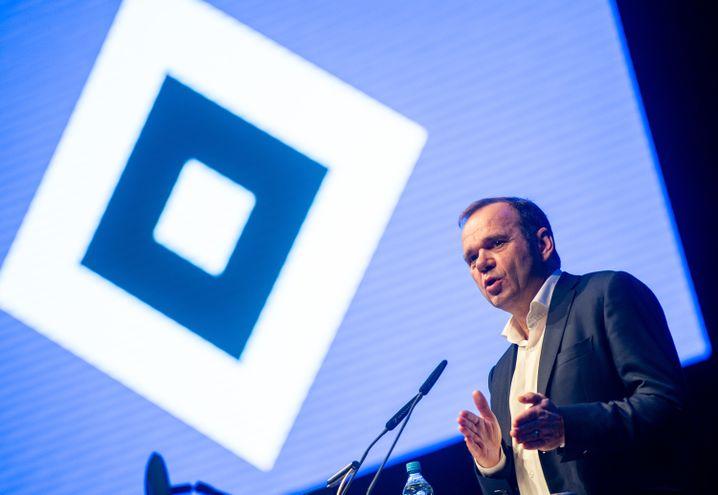 """""""Wir haben Bakery Jattas gültigen Reisepass"""": HSV-Boss Bernd Hoffmann"""