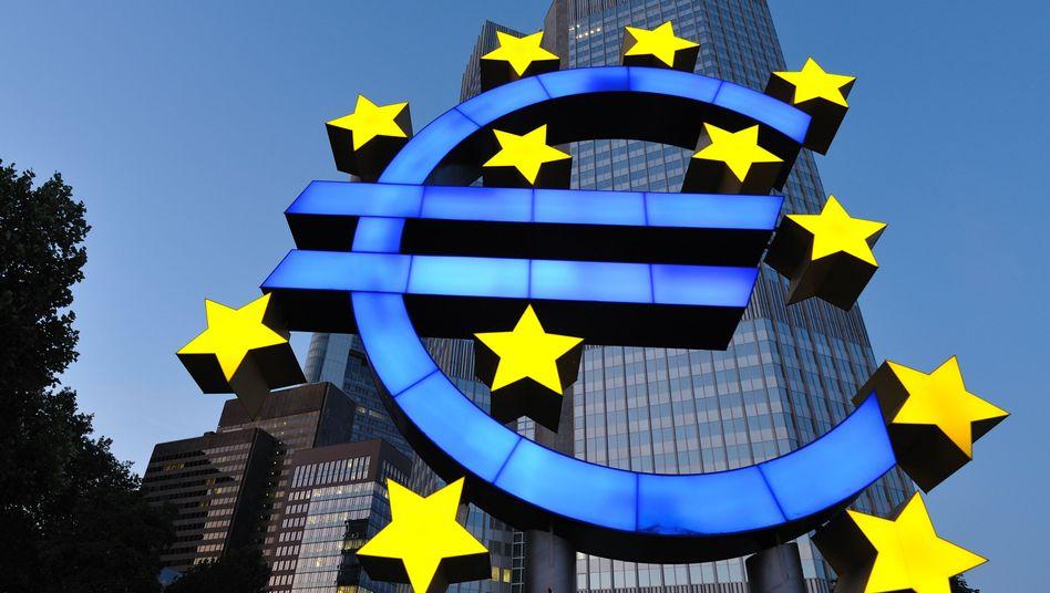 """Euro-Symbol vor der EZB: """"Wir agieren innerhalb unseres Mandates"""""""