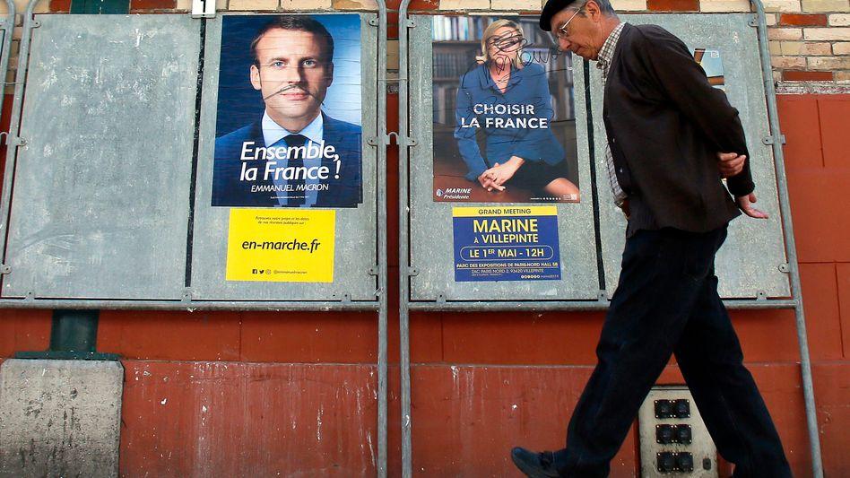 Wahlplakate von Macron und Le Pen